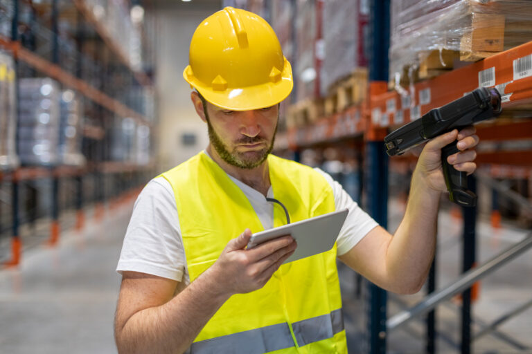 Worker picking orders in a warehouse